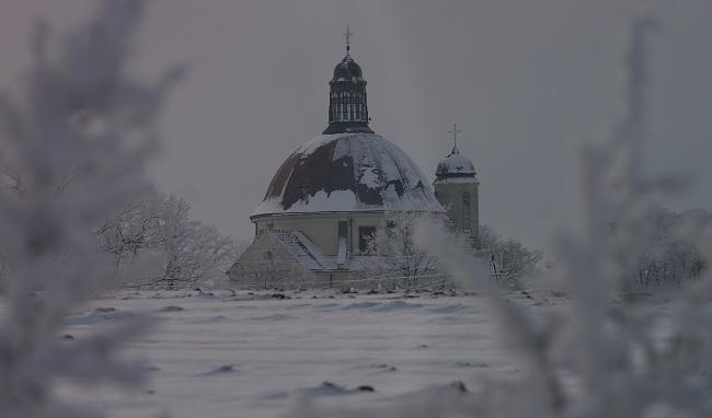 Sanktuarium MBP w Hodyszewie zimą